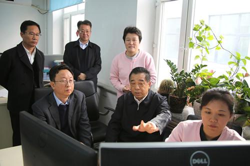 黑龙江副省长到黑龙江省测绘地理信息局看望慰问违建清底工作人员